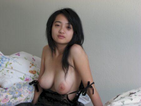 Femme asiatique sexy célib depuis peu