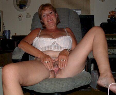 Femme infidèle vraiment très mignonne recherche un homme débutant
