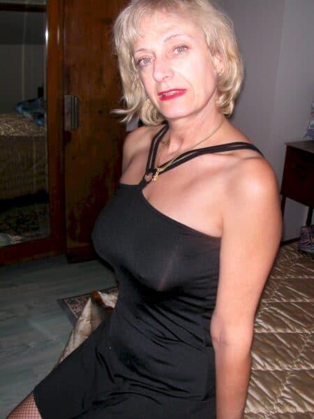 Femme mature coquine très romantique recherche un homme expérimenté