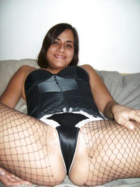 Femme sexy autoritaire pour gars docile
