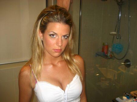 Femme sexy domina pour libertin qui obéit