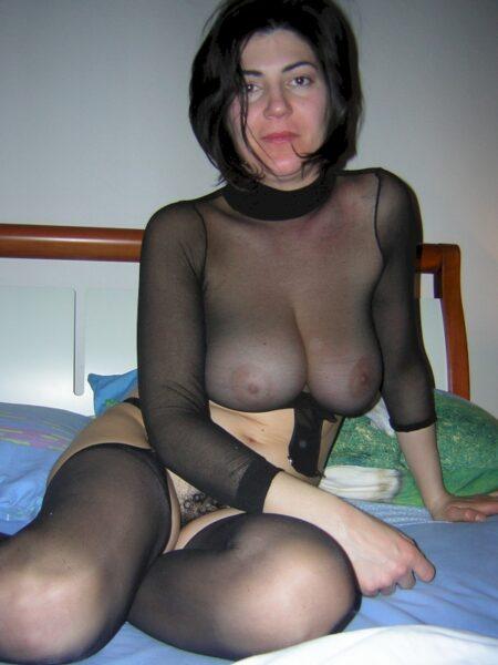 Très belle femme seule qui cherche un bon plan q mature